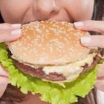 Фаст-фуд і жирна їжа підвищує ризик раку грудей