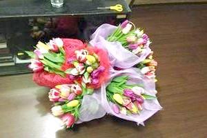 Як красиво упакувати тюльпани?