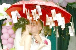 Як оригінально подарувати гроші на весілля?