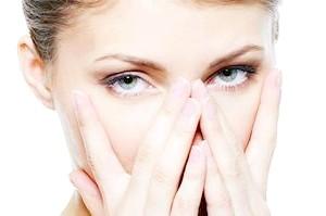 Як прибрати жовтизну під очима?