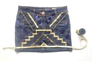 Як прикрасити джинсову спідницю?