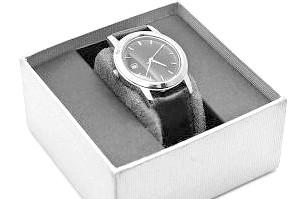 Чи можна дарувати годинник коханій людині?