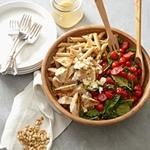 Низькокалорійний обід: паста з куркою, шпинатом і томатами