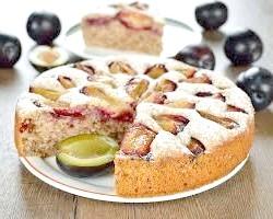 Пиріг зі сливами на кефірі