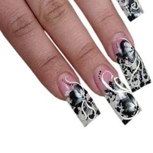 Малюнки на нігтях гелевою ручкою