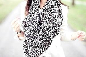 З чим носити леопардовий шарф?