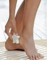 догляд за ногами пемзою