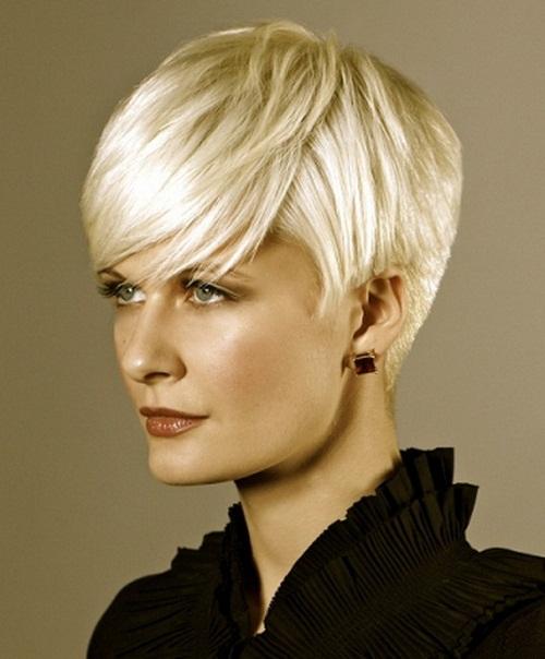 коротка зачіска з асімметічнимі лініями фото